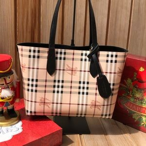 🎄Burberry Haymarket Reversible Tote Like New